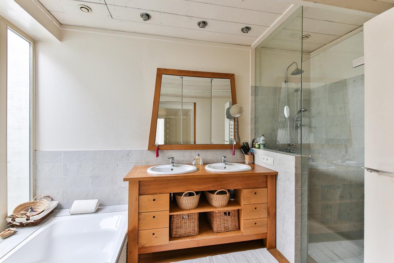 bathroom-2132342_1280