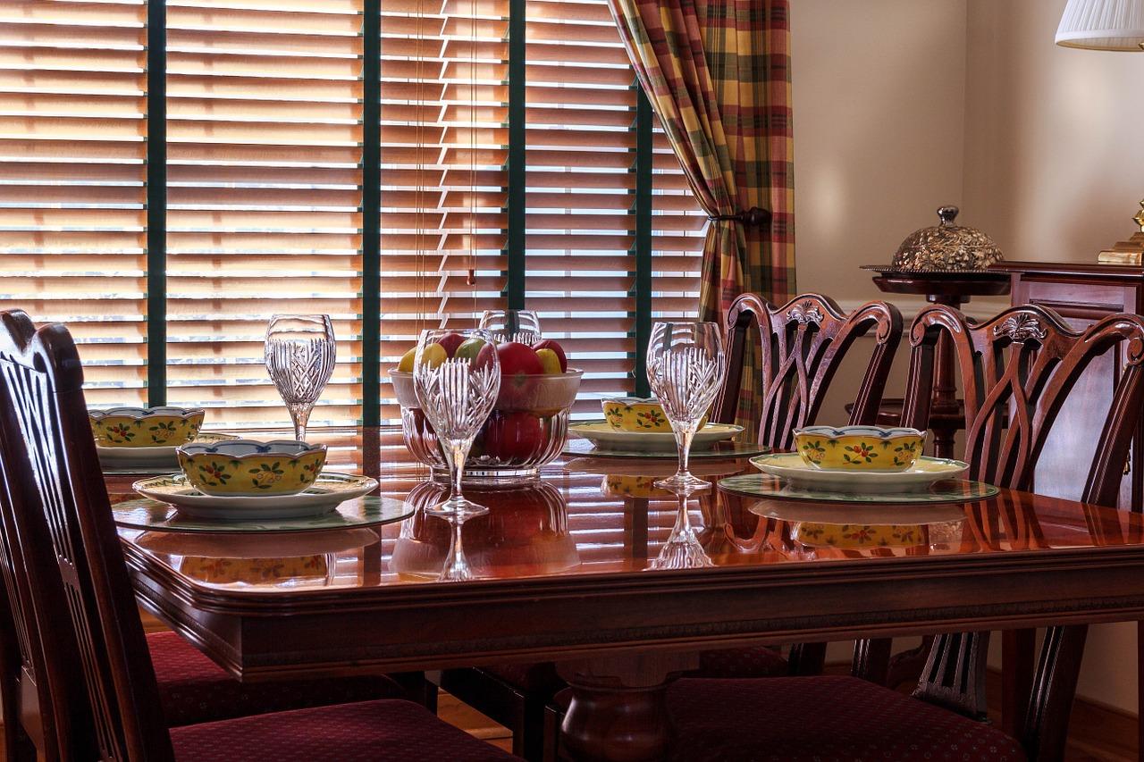 dinner-table-663435_1280