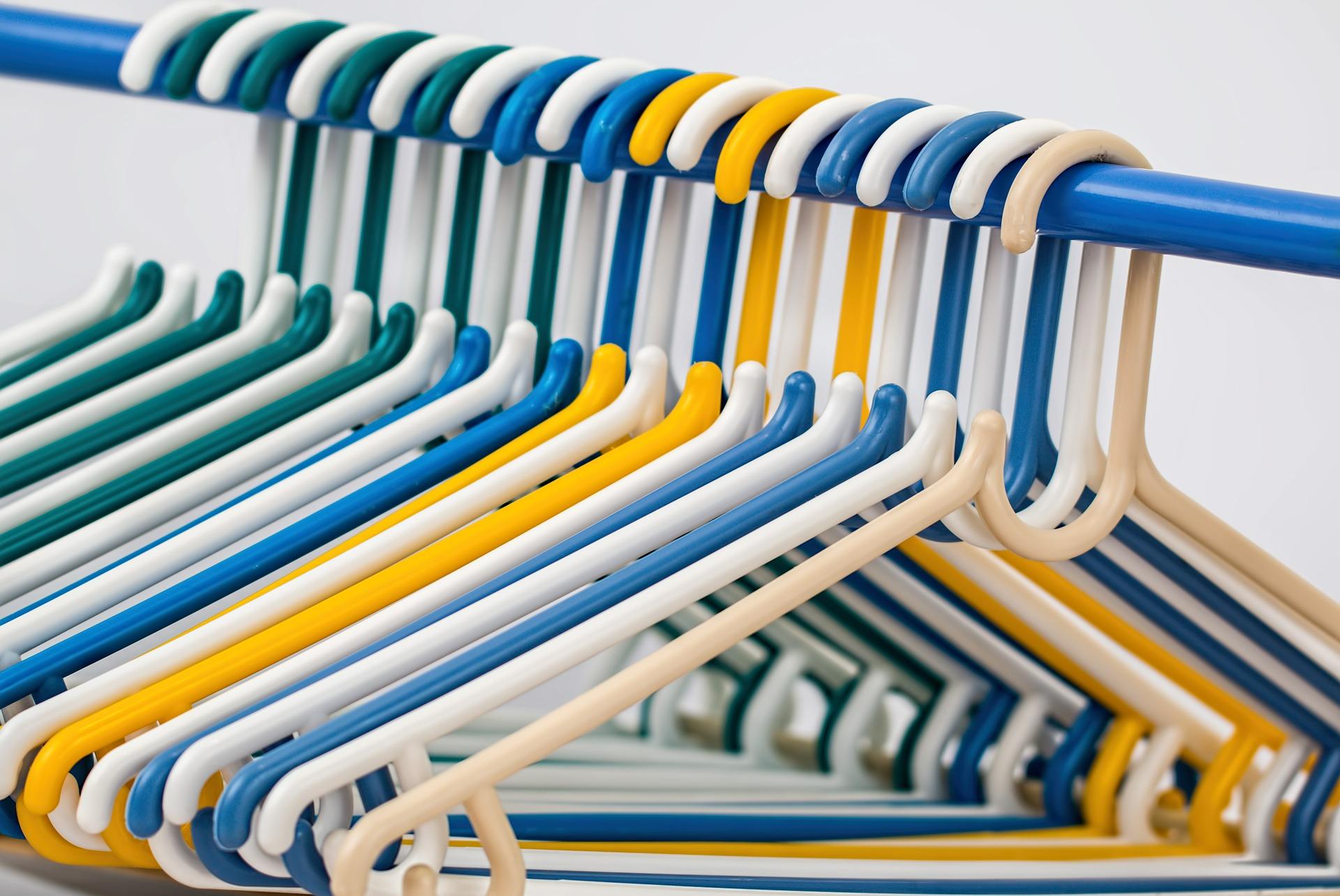 clothes-hangers-582212_1920