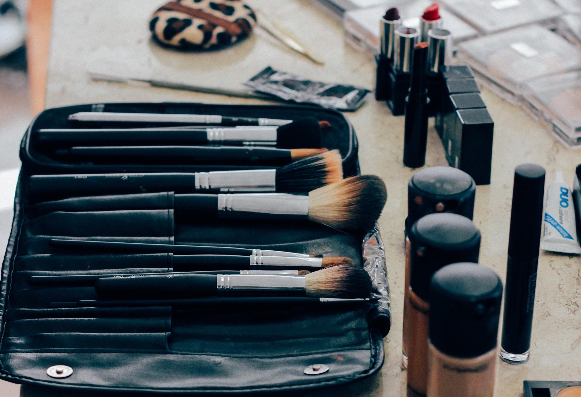 make-up-1209798_1920