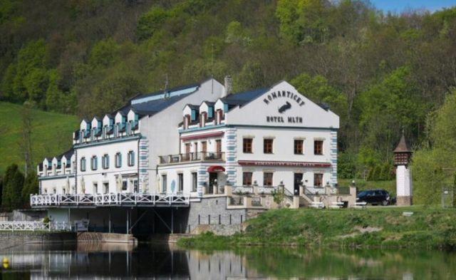 zenycz_cz_hotelmlynkarlstejn_cz_01